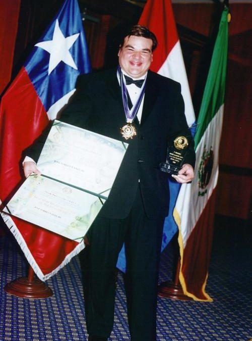 JOSÉ TORRES RECIBE  DOCTORADO HONORIS CAUSA